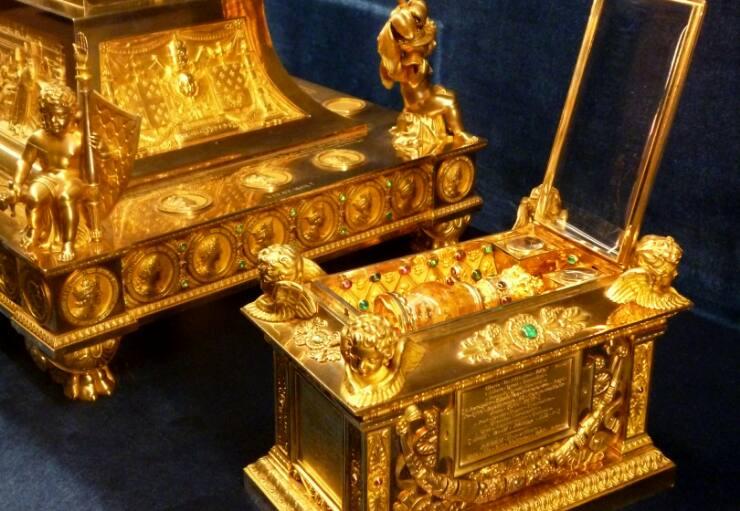 Sainte Ampoule du sacre des Rois de France