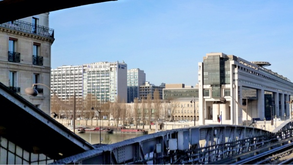 Ministry of Finance seen from metro line 6