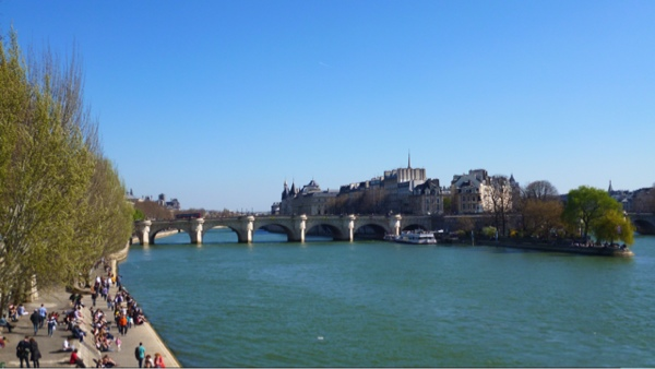 Sunny banks of the Seine